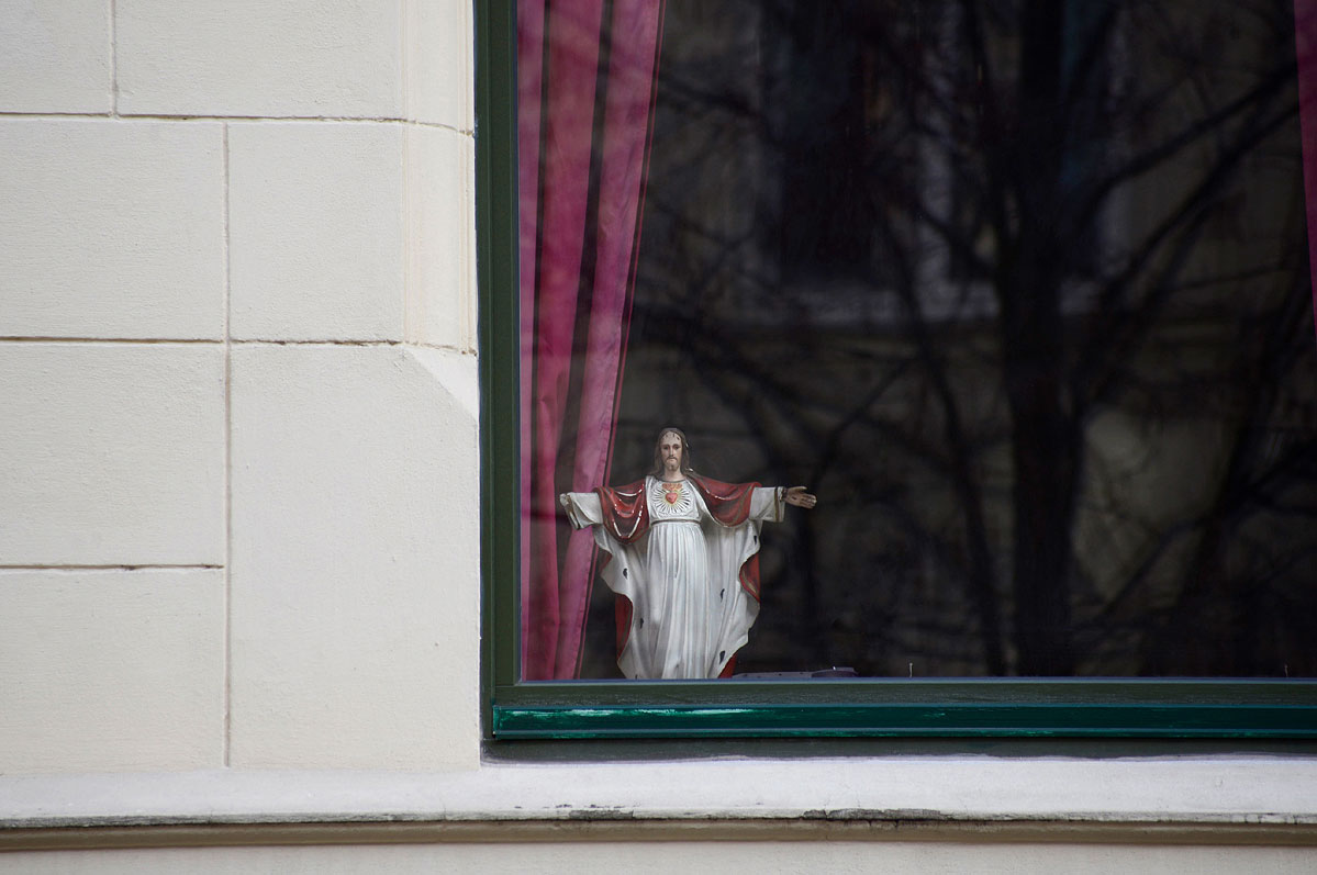 lebenszeichen-the-signs-of-life-fenster-jesus-by-daniel-zakharov